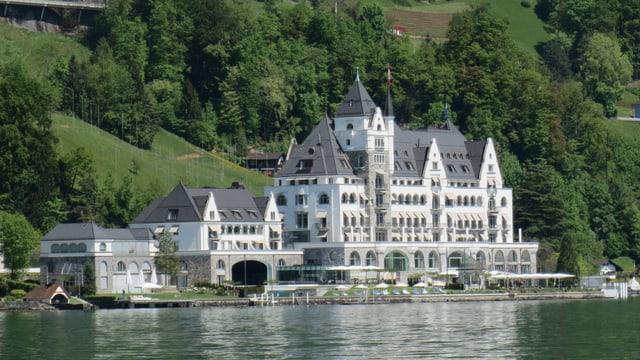 Hotelgebäude am Vierwaldstättersee