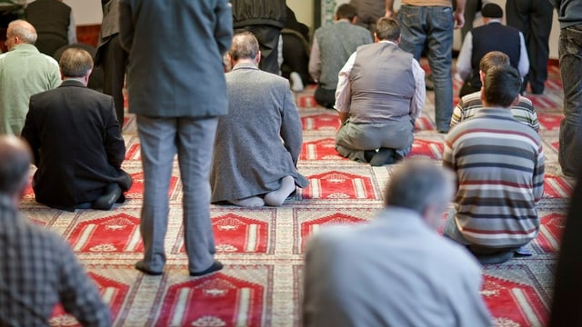 Schweizer Muslime beim Freitagsgebet in Winterthur (Symbolbild).