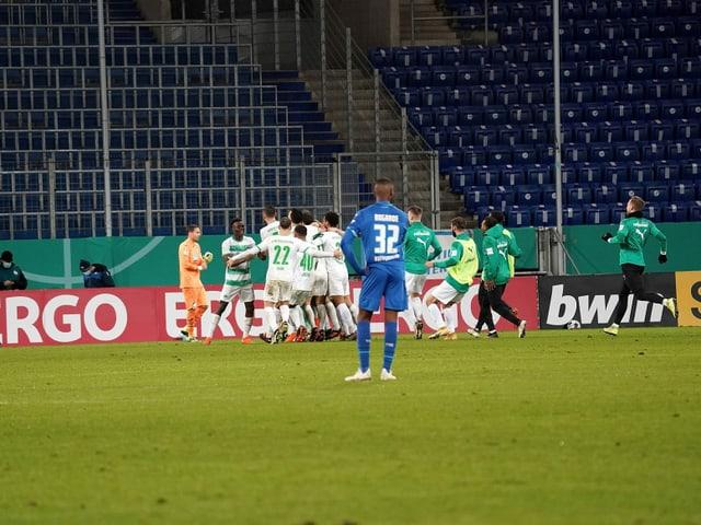 Bei Greuther Fürth brechen nach dem gewonnenen Penaltykrimi gegen Hoffenheim alle Dämme.