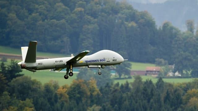 Nova drona dal tip Hermes en l'aria.