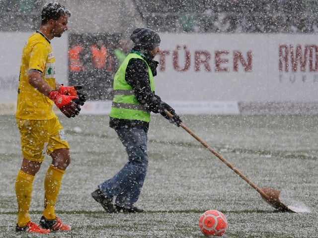 FCSG-Keeper Daniel Lopar im Schneetreiben von St. Gallen