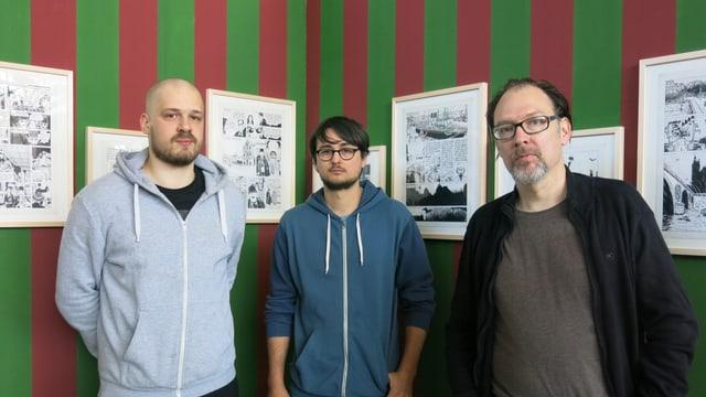 Luca Bartulovic, Andreas Kiener und Melk Thalmann vor Tardis Zeichnungen.