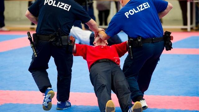 Übung in der Polizeischule Hitzkirch
