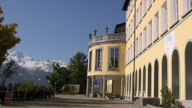 L'entrada dal Institut Otalpin a Ftan