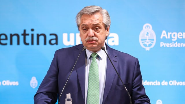 Alberto Fernández bei der Verkündung der drastischen Massnahmen.