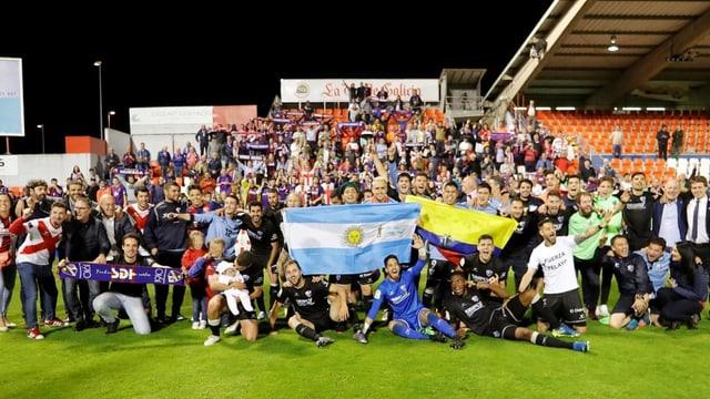 Das Team von SD Huesca nach dem Aufstieg.