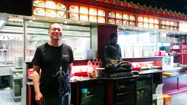 Der chinesische Koch Juan Ping im Restaurant an der Zürcher Landstrasse