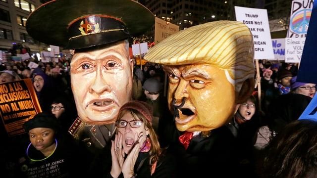 Figuren von Donald Trump und einem russischen General