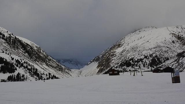 La Val Strem è giudim serrada e na dastga betg vegnir traversada.