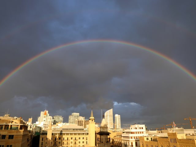 Ein Regenbogen über Beirut.