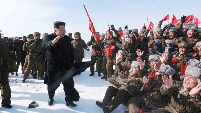 Kim Jong-Un l'avrigl en la naiv en visita tar sia schuldada.