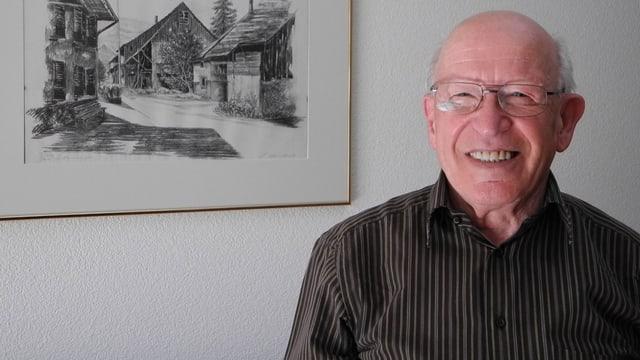 Porträtbild von Leo Stebler in seinem Haus.