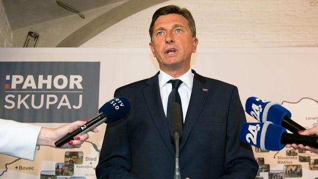 Malgrà ina maioritad da las vuschs: Borut Pahor sto ir en ina elecziun decisiva.