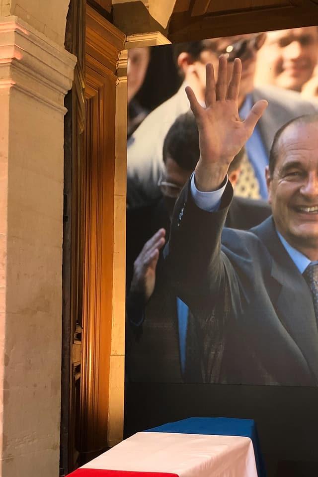 Sarg mit Bild von Chirac