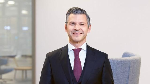 John Häfelfinger mit Krawatte