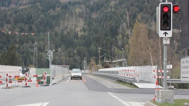 amplas che regleschan il traffic sur la punt datiers da Rothenbrunnen
