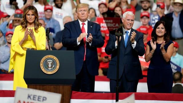Melania und Donald Trump mit Mike und Karen Pence