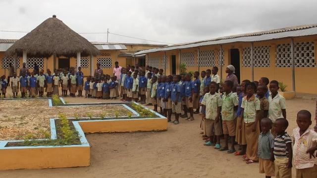 Kinder in einer Schule in Afrika