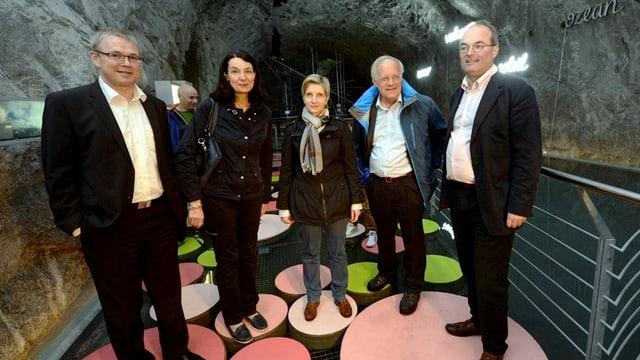 Politikerinnen aus dem Tessin und Uri mit Johann Schneider-Ammann in der Themenwelt Sasso San Gottardo.