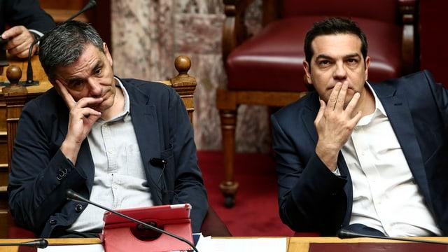 Euclid Tsakalotos und Alexis Tsipras während der Parlamentsdebatte.