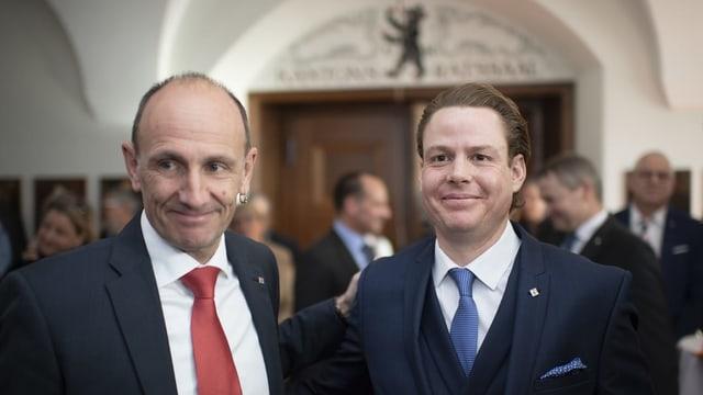 Der abtretende Regierungsrat und sein Nachfolger: Matthias Weishaupt posiert an den Gesamterneuerungswahlen vom 10. Februar 2019 in Herisau mit Yves Noël Balmer.