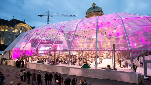 """Der """"Swiss Dome"""" auf dem Bundesplatz."""