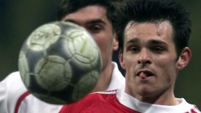 Willy Sagnol stürmte mit heraushängender Zunge zum Ball.