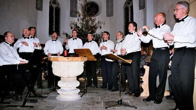 Las Lodolas durant in concert da Nadal