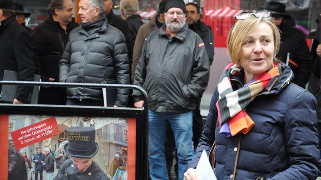 Anita Mazzetta durant ses emprim peld sco pli auta dunna da Cuira sin l'Ochsenplatz en la citad veglia.