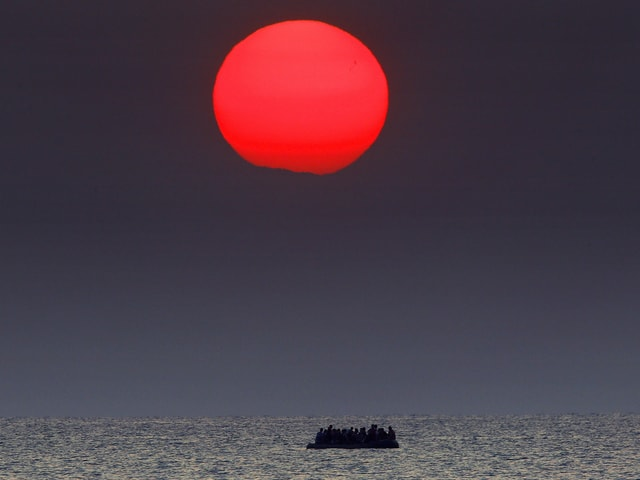 Flüchtlinge auf Boot in der Ägais.