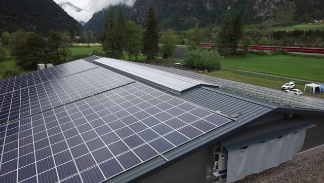 Quest indrizs solar tar la la nova halla d'eveniments tar l'arena a Cazas producescha electric per bun 70 chasadas.