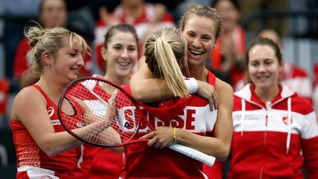 Belinda Bencic embratscha Viktorija Golubic.