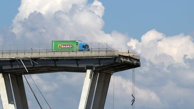 Plötzlicher Einsturz des Viadukts