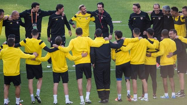 Coach Unai Emery und der FC Sevilla beim Abschlusstraining.