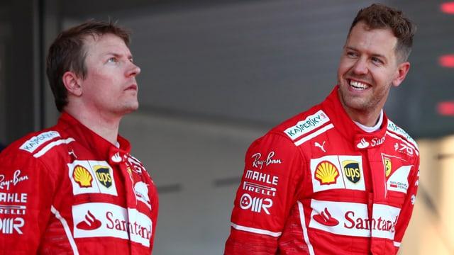 Vettel lacht auf dem Podest, Räikkönen schaut ernst