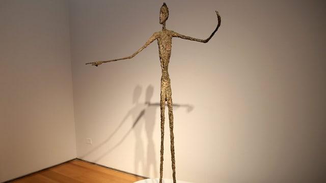 La statua «L'um che mussa» d'Alberto Giacometti.