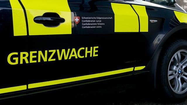 Grenzwache-Schriftzug auf Patrouillenfahrzeug