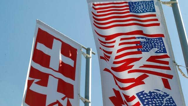 US- und Schweizer Flaggen.