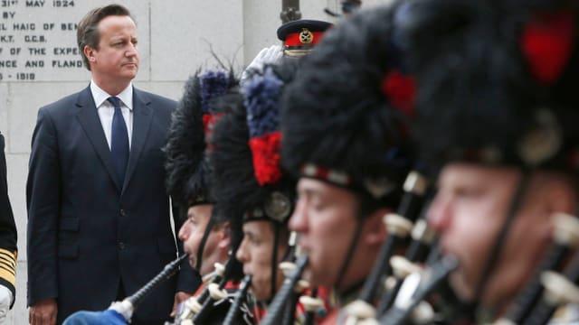 Cameron und schottisches Orchester.