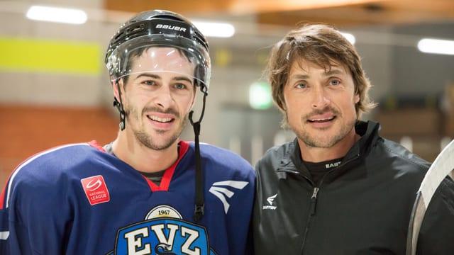 Diaz posiert mit Hockeystar Teemu Selänne