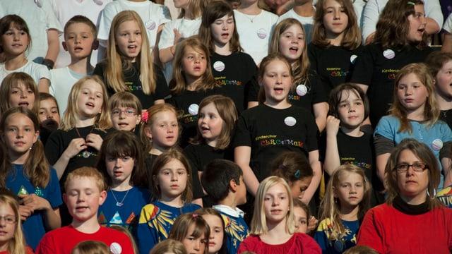 Kinder singen am Festival