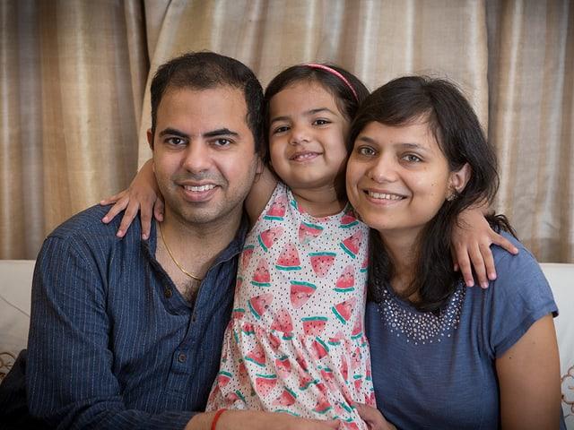Rahul Budhwar mit seiner Frau Megha und seiner Tochter Dia.