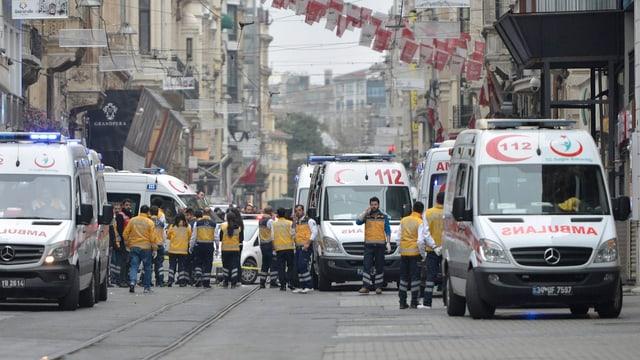 Mehrere Ambulanzen in der Innenstadt Istanbuls nach Anschlag.