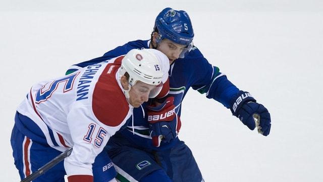 Luca Sbisa duelliert sich mit Montreals Tomas Fleischmann.