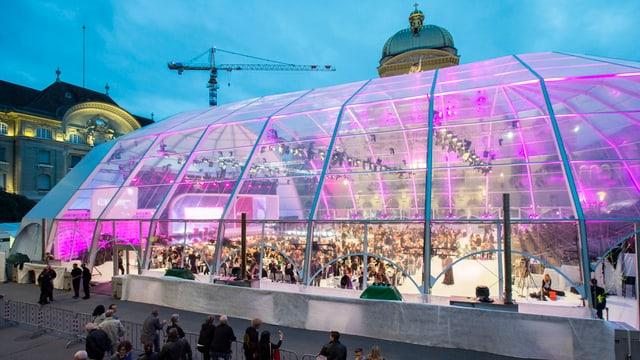 Glas-Pavillon, dahinter das Bundeshaus