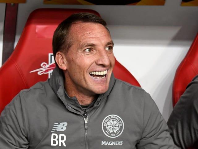 Brendan Rodgers lacht.
