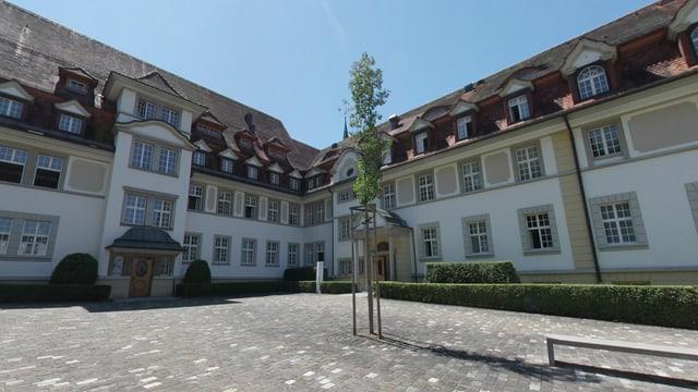 Die Zuger Psychiatrie: Ein grosses, herrschaftliches Gebäude.