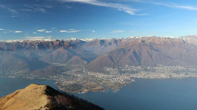 Blick von der Alpe Neggia auf das Maggia Delta.