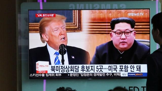 Donald Trump e Kim Jong Un en ina televisiun coreana.