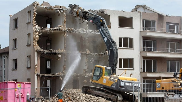 Abriss eines Wohnblocks in Zürich.